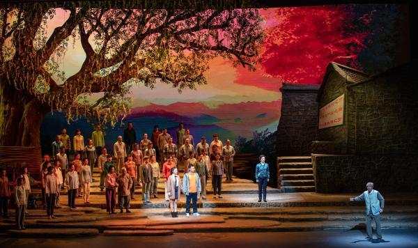展现扶贫干部辛勤付出 民族歌剧《马向阳下乡记》在京上演
