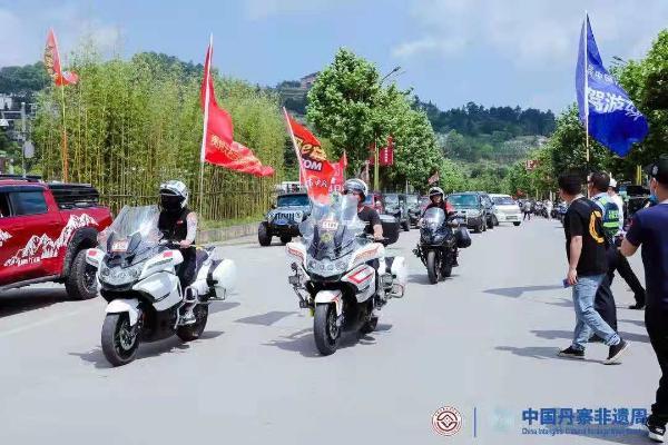 全国首个非遗自驾游在中国丹寨非遗周首日开拔