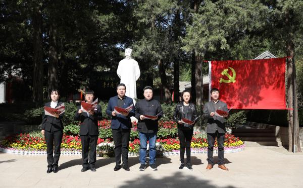 原创歌剧《晨钟》剧组赴李大钊烈士陵园开展主题党日活动