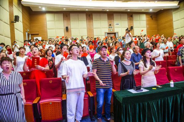 重庆巴南欢笑巴南群众文艺大舞台合唱比赛精彩上演