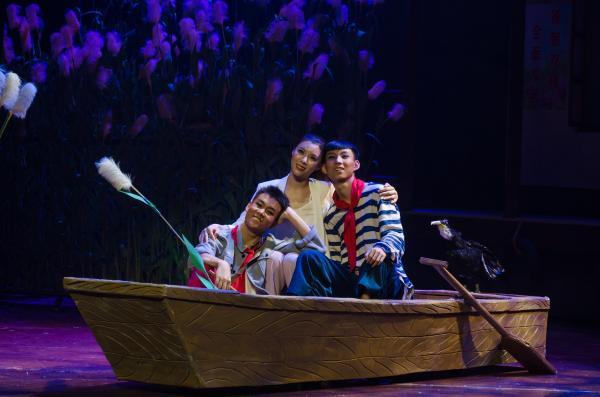 微山湖上有歌声,儿童剧《荡起双桨》济南展演受热捧