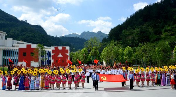 重庆万人同唱一首歌庆祝建党百年