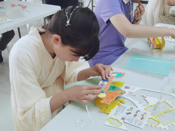宣城博物馆 学童做龙舟