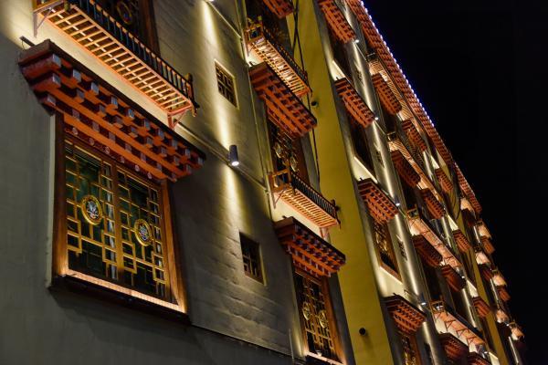 """国道318上璀璨的""""小香港"""",以前竟是贫困县,藏式美食堪称一绝"""