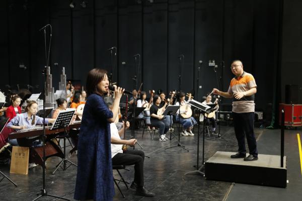 民族音乐会《红色恋歌》 让红色精神代代相传
