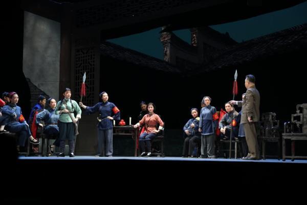大型现代花鼓戏《战地黄花》首演 讲述毛泽建投身革命的感人故事