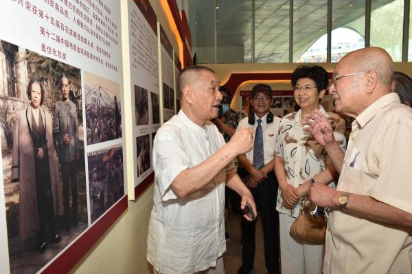丁荫楠主旋律红色电影艺术展在北京开幕