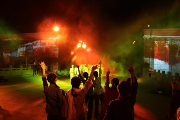 大型红色沉浸式歌舞剧《延安十三年》在时空光影中展现伟大历程