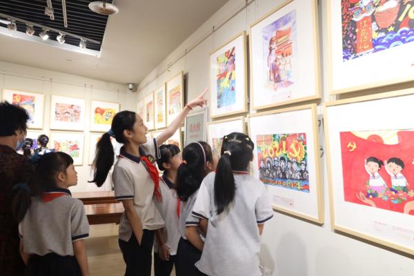 """河南:200余幅优秀少儿绘画作品展现""""童心向党"""""""