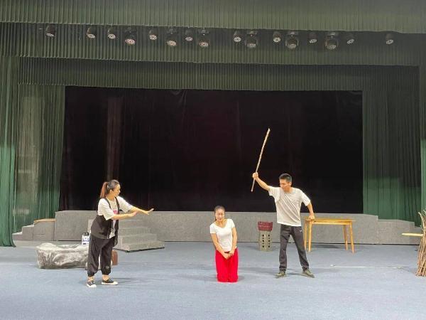 献礼百年华诞 弘扬铁军精神 红色大戏《高高的云岭》首演
