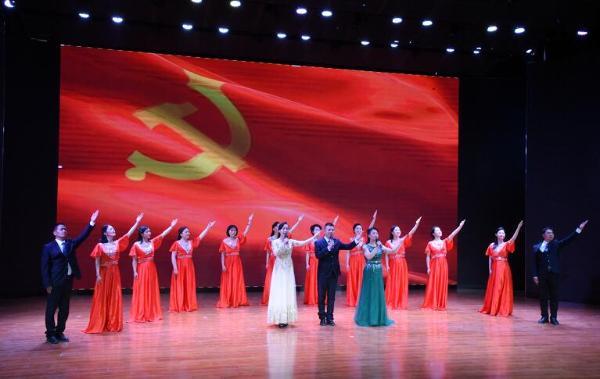 河北邯郸举办《回望百年》大型主题诵读专场演出