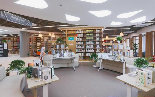 在安吉图书馆享受绿水青山间的生态阅读
