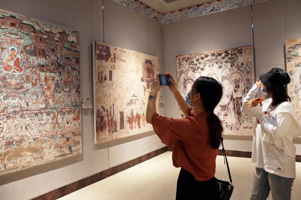 敦煌壁画艺术精品公益巡展在重庆开展