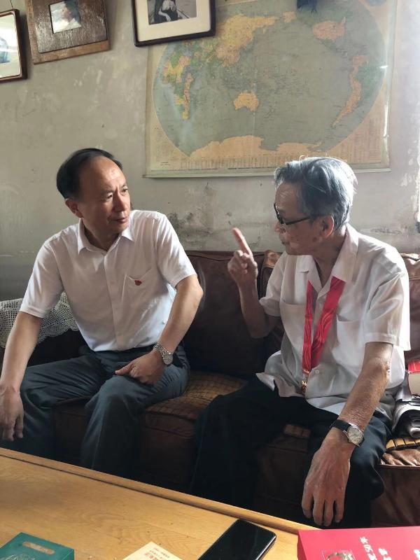 """中国文化传媒集团领导""""七一""""看望慰问老党员"""