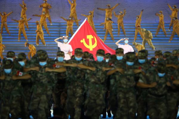 看这里!如何将中国共产党100年的辉煌历程不落窠臼地在舞台上呈现?