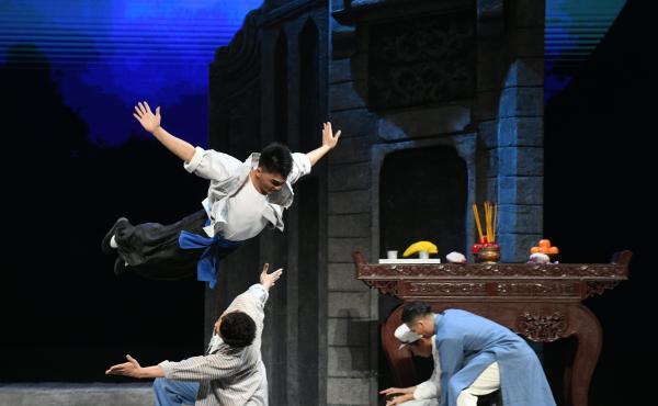 新版粤剧《三家巷》:新人演新戏