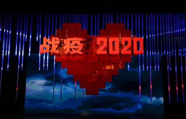 """话剧《战""""疫""""2020》原型人物何丽娜:看过三次还是会落泪"""