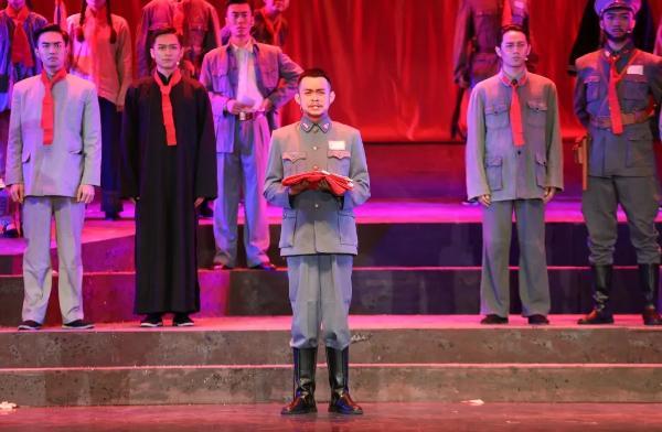 看广西话剧《邓小平与李明瑞》,忆百年初心