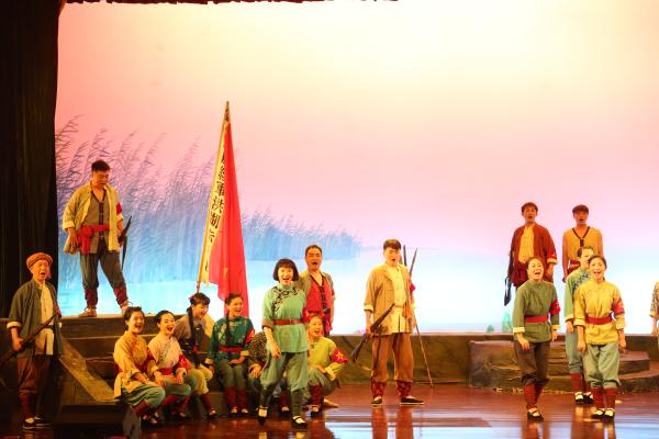 走进革命圣地激扬伟大精神《洪湖赤卫队》在延安上演