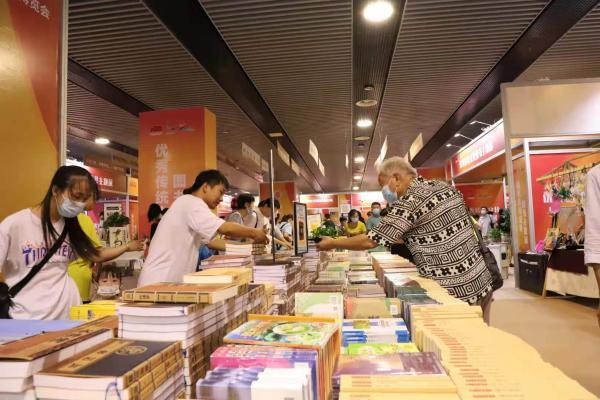 """超5万民众到场,山东泰安借""""书博会""""推动全民阅读"""