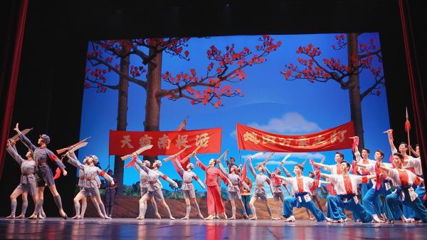 """""""琼花""""绽放春城 中央芭蕾舞团在昆演出一票难求"""