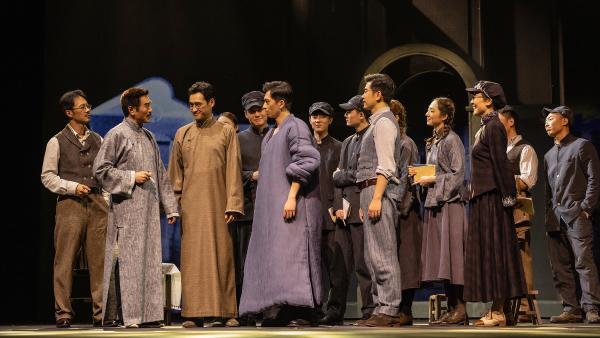 龙华五烈士的年轻激情点燃上海大剧院