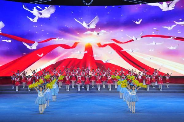 广西南宁:绿城欢歌颂党恩 不忘初心跟党走