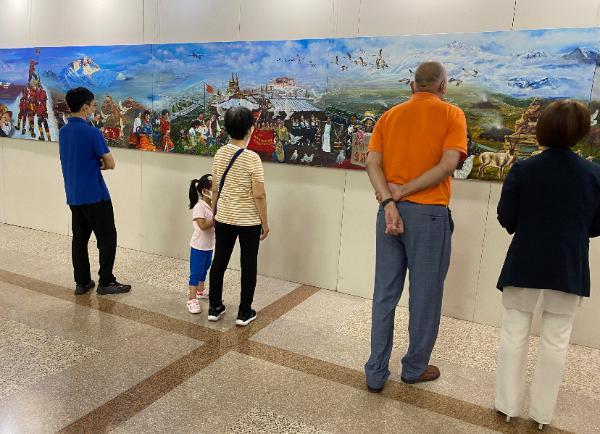 黄家林以画笔描摹西藏70年发展变化