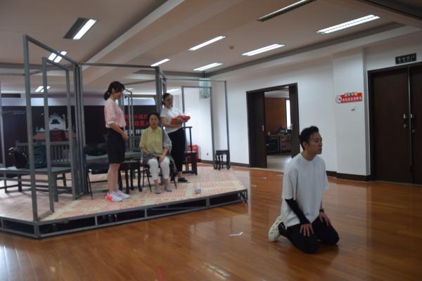 王蒙经典作品《活动变人形》首搬舞台,兼顾文学性与可看性