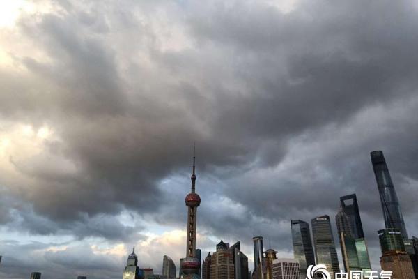 美爆了!台风过后 上海天空似震撼大片