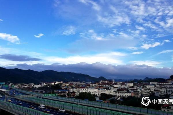 台风山竹过后 贵阳天蓝气清