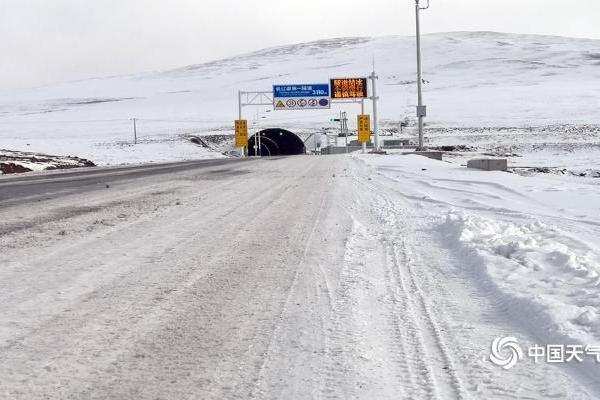 青海南部积雪不易融化  道路交通受影响