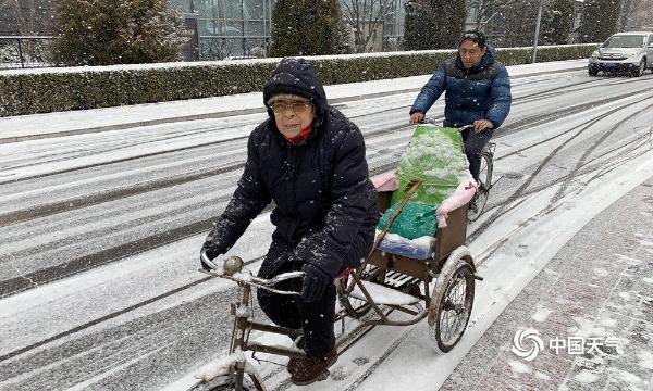 北京漫天雪花飞 道路湿滑阻交通-图片频道-中国天气网