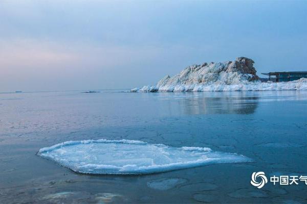 河北秦皇岛海域现海冰 美轮美奂如梦境