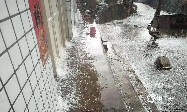 贵州多地遭遇冰雹袭击