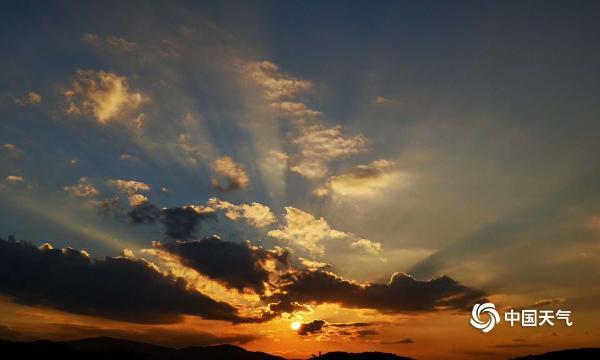 西双版纳金色晚霞 天空中的美丽织锦