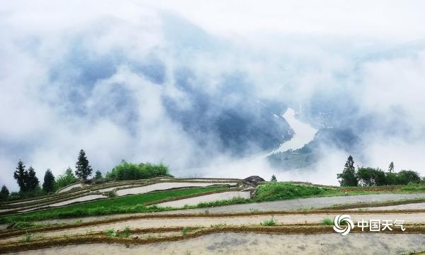 广西龙胜雾气缭绕 宛如仙境