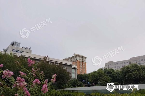 """带伞!今日北京雨水来""""退烧"""" 最高气温降至29℃"""