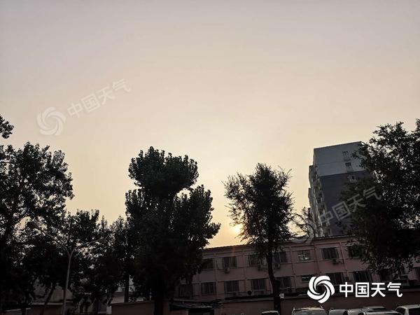 """上蒸下煮!北京未来三天持续闷热 雷阵雨频繁""""上线"""""""