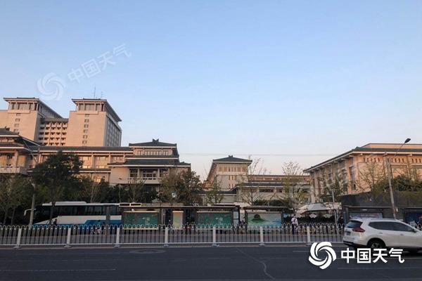 冷!北京今晨最低气温仅3.8℃ 未来昼夜温差大早晚寒意足