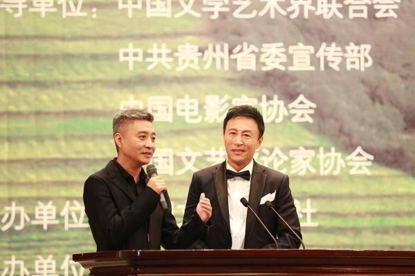 王洛勇现身电影《文朝荣》首映礼