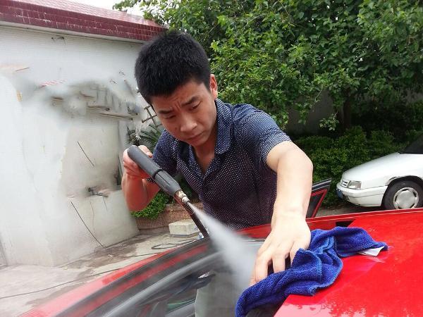 郑克洪与他的蒸汽洗车机