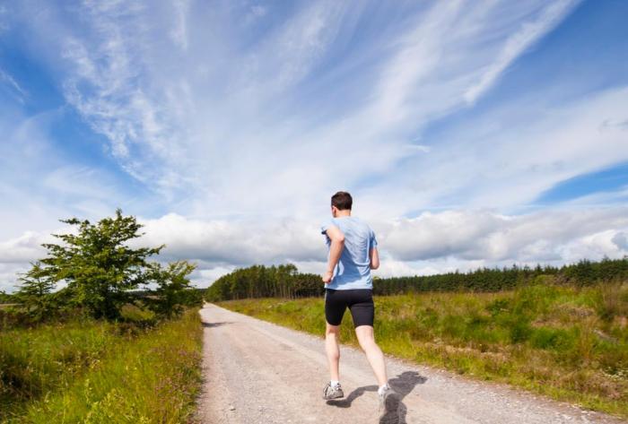 夏季跑步容易咽喉不适,龙角散助你跑出健康