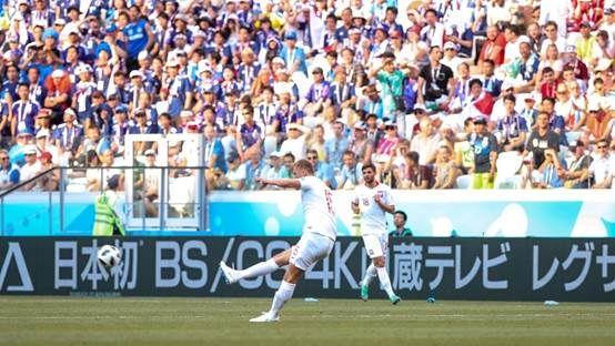 世界杯日本队虽败犹荣 赛场日文广告为其打气
