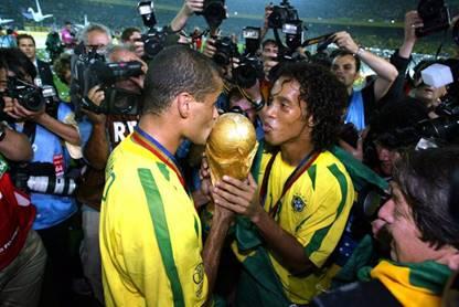 巴西刷世界杯历史纪录,国际球迷节再现桑巴传奇
