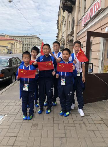 绿茵上的中国小身影,燃情世界杯的决赛场