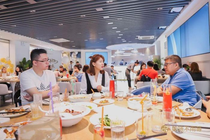 共享经济新业态 首家美味不用等·共享餐厅亮相上海