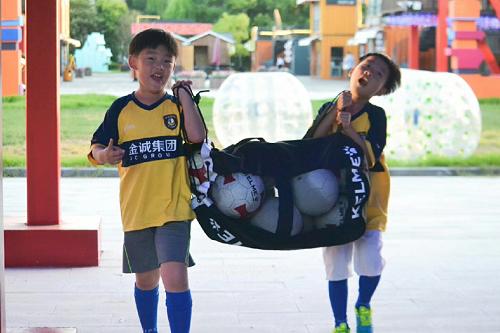 世界杯种子选手 或许就在金诚集团的足球夏令营里!