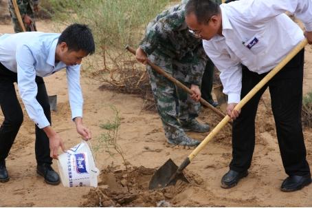 """康师傅饮用水深度助力阿拉善环保公益 致敬""""沙漠英雄"""""""