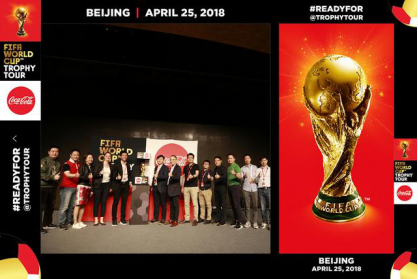 虽然中国队没去世界杯 但这个中国人却为FIFA官方最佳球员颁了奖